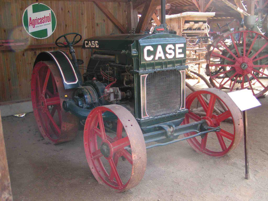 Tracteur Case 1918. Parc écomusée La Petite Couère