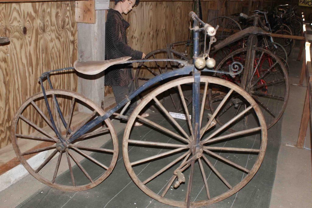 Vélo Michaud 1880 : inventeur des pédales. Parc Ecomusée La Petite Couère.