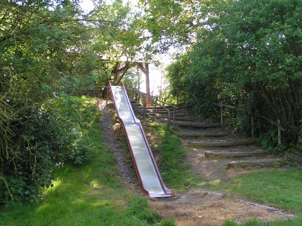 Le grand toboggan. Parc Ecomusée la Petite Couère.
