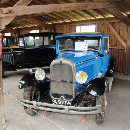Collections d'une trentaine de voitures anciennes. Tractions 15 et 11, C4, B14, Ford T, Peugeot, Renault... Parc Ecomusée La Petite Couère